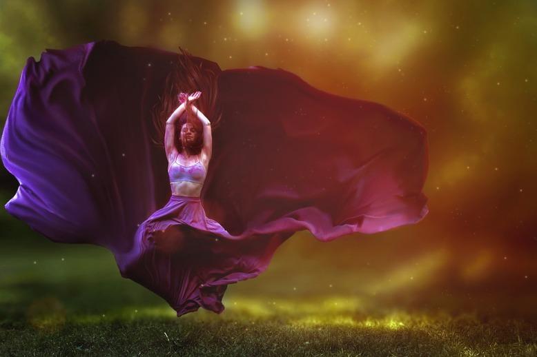 dancer-2722666_960_720